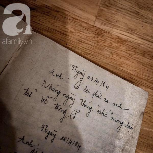 """Tình như đôi vợ chồng bác sĩ - giáo viên 60 tuổi: Con gái khoe"""" nhật ký mùi mẫn bố mẹ yêu nhau từ thuở 16, xa nhau 11 năm vẫn đằng đẵng đợi chờ-8"""