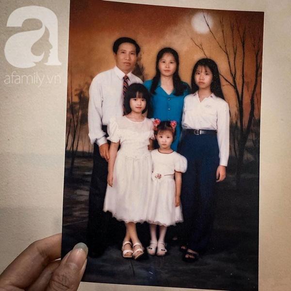 """Tình như đôi vợ chồng bác sĩ - giáo viên 60 tuổi: Con gái khoe"""" nhật ký mùi mẫn bố mẹ yêu nhau từ thuở 16, xa nhau 11 năm vẫn đằng đẵng đợi chờ-16"""