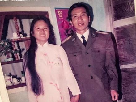 """Tình như đôi vợ chồng bác sĩ - giáo viên 60 tuổi: Con gái """"khoe"""" nhật ký mùi mẫn bố mẹ yêu nhau từ thuở 16, xa nhau 11 năm vẫn đằng đẵng đợi chờ"""