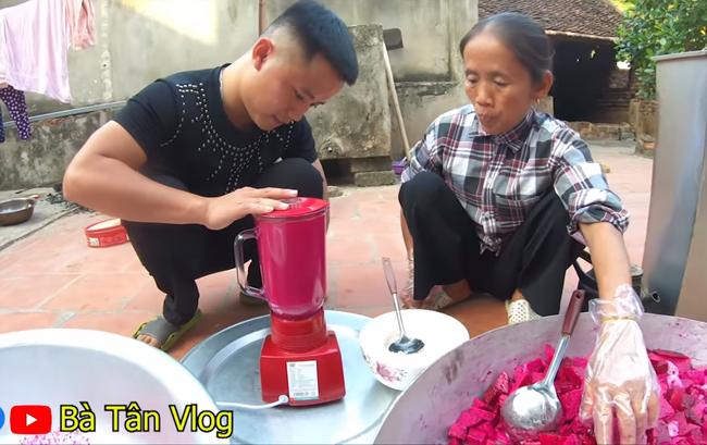 Hì hục làm que kem khổng lồ 60kg từ thanh long ruột đỏ, bà Tân Vlog lại bị bắt lỗi đủ thứ, còn bị dân mạng hỏi khó, chê không có tính giáo dục-3