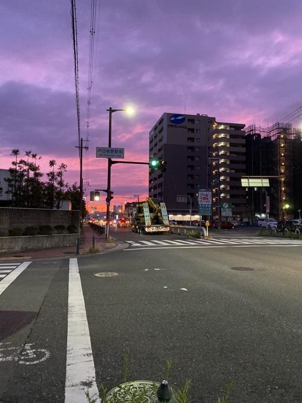 Trái ngược với bầu trời tím dự báo điềm dữ trước khi Hagibis đổ bộ, dân Nhật hứng khởi với cảnh quang đãng, trăng sáng rực lúc siêu bão đi qua-4