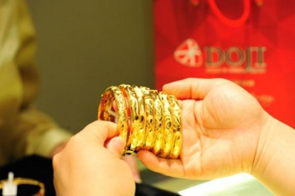 Giá vàng hôm nay 13/10, rời mốc 42 triệu đồng/lượng-1