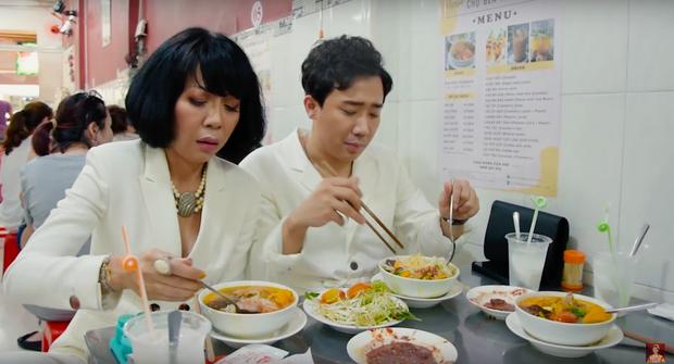 Là MC có thu nhập khủng nhất nhì Việt Nam nhưng Trấn Thành ăn uống lại cực giản dị, toàn rủ bạn bè đi ăn đồ vỉa hè bình dân-5