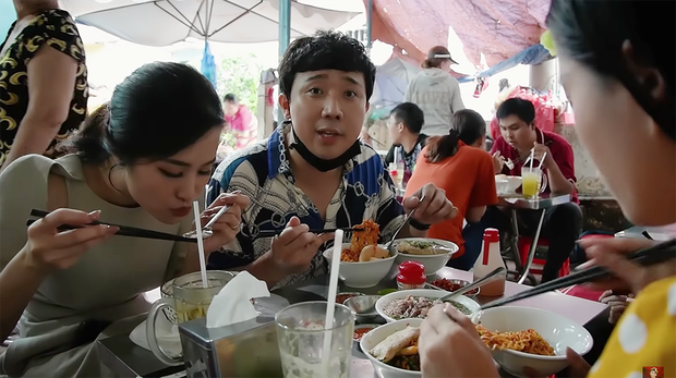 Là MC có thu nhập khủng nhất nhì Việt Nam nhưng Trấn Thành ăn uống lại cực giản dị, toàn rủ bạn bè đi ăn đồ vỉa hè bình dân-9