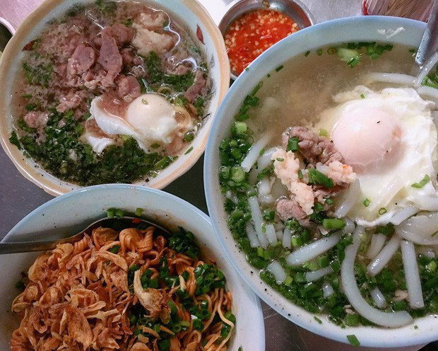 Là MC có thu nhập khủng nhất nhì Việt Nam nhưng Trấn Thành ăn uống lại cực giản dị, toàn rủ bạn bè đi ăn đồ vỉa hè bình dân-7