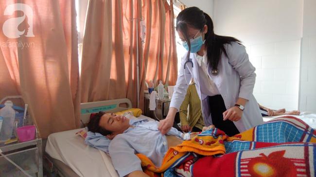 Bế tắc vì cảnh nghèo, con trai uống thuốc trừ sâu tự tử khiến người mẹ rụng rời tìm tiền cứu chữa-4