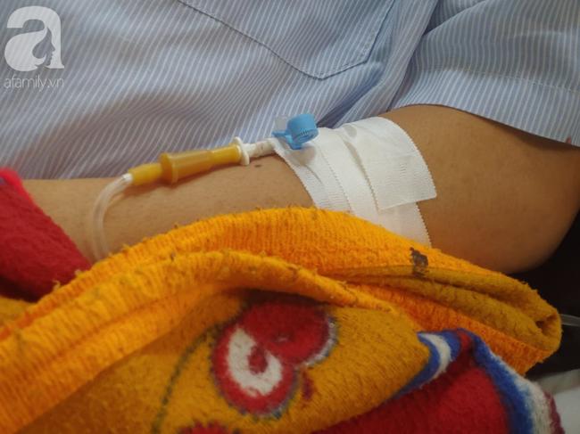 Bế tắc vì cảnh nghèo, con trai uống thuốc trừ sâu tự tử khiến người mẹ rụng rời tìm tiền cứu chữa-3