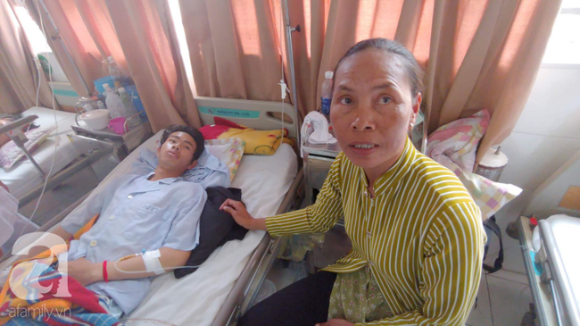 Bế tắc vì cảnh nghèo, con trai uống thuốc trừ sâu tự tử khiến người mẹ rụng rời tìm tiền cứu chữa-1