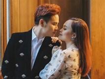 MC 'Hãy chọn giá đúng' ngọt ngào hôn vợ kỷ niệm 20 năm yêu