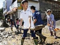 Người Nhật Bản, từ già đến trẻ không ai than khóc với thảm họa Hagibis, âm thầm vực dậy sau nỗi đau khiến ai cũng phải ngả mũ