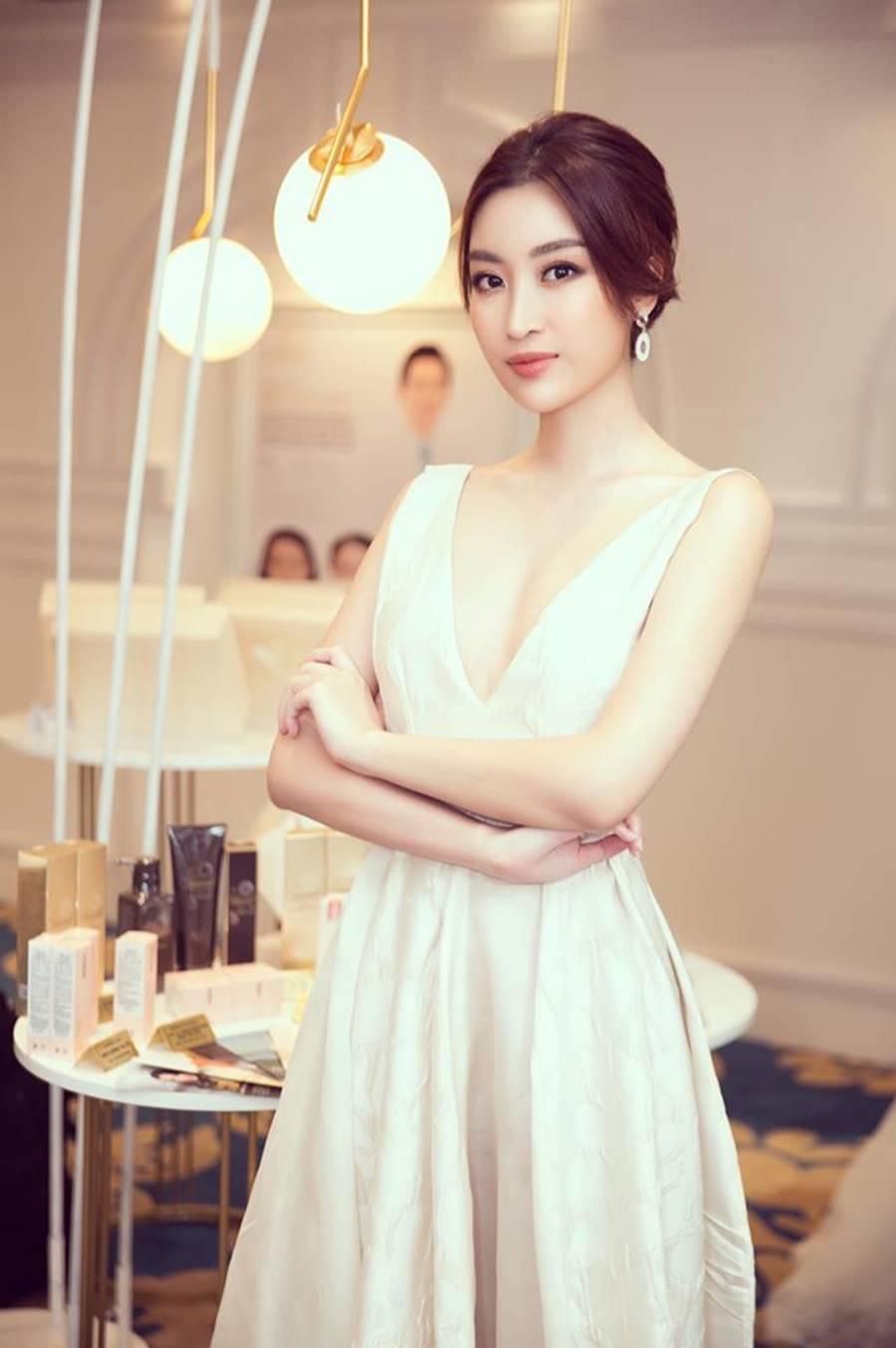 Tiểu Vy, Phương Nga, Thúy An đọ sắc với váy cắt xẻ táo bạo và gợi cảm-10