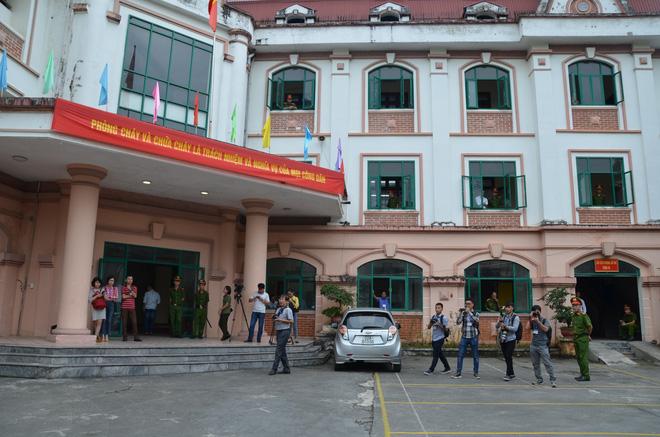 Xử vụ gian lận thi cử ở Hà Giang: Nguyên PGĐ Sở GD nói Anh chỉ sợ con anh trượt tốt nghiệp-3