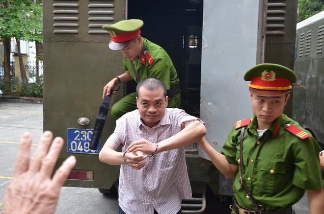Xử vụ gian lận thi cử ở Hà Giang: Nguyên PGĐ Sở GD nói Anh chỉ sợ con anh trượt tốt nghiệp-4