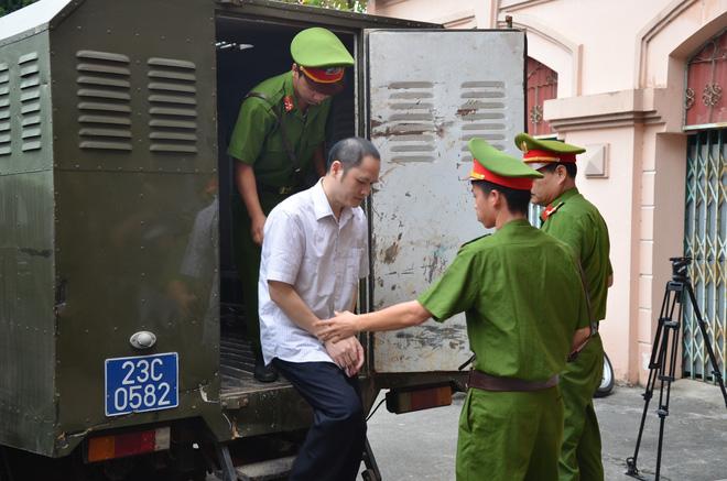 Xử vụ gian lận thi cử ở Hà Giang: Nguyên PGĐ Sở GD nói Anh chỉ sợ con anh trượt tốt nghiệp-5