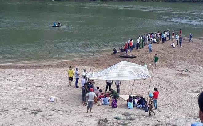 Đi tìm 3 nam sinh mất tích, gia đình chết lặng khi thấy 3 bộ quần áo ở bờ sông-1