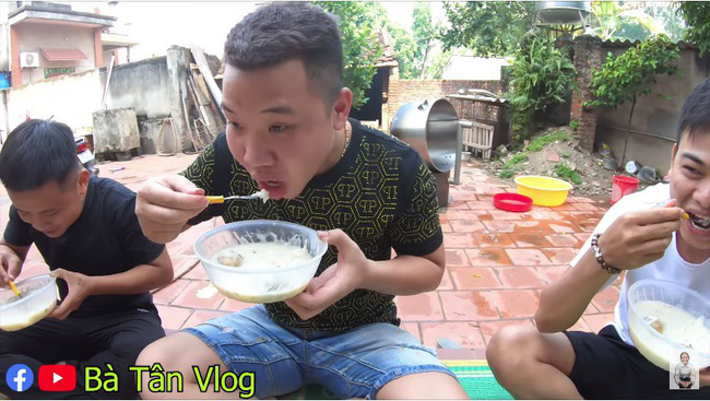 Bà Tân Vlog lại bị tố gian dối, đến mức khán giả gửi cả tâm thư chỉ trích cách nấu món cháo cho trẻ em theo cách chẳng giống ai-6