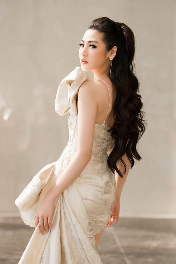 Á hậu Tú Anh khoe chân dài gợi cảm với bộ váy thiết kế lạ mắt-3