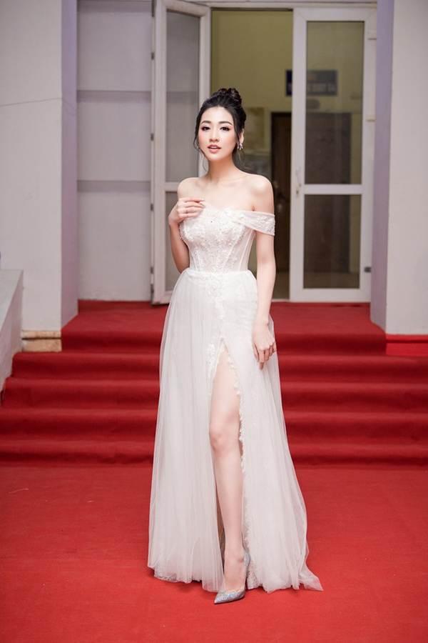 Á hậu Tú Anh khoe chân dài gợi cảm với bộ váy thiết kế lạ mắt-7