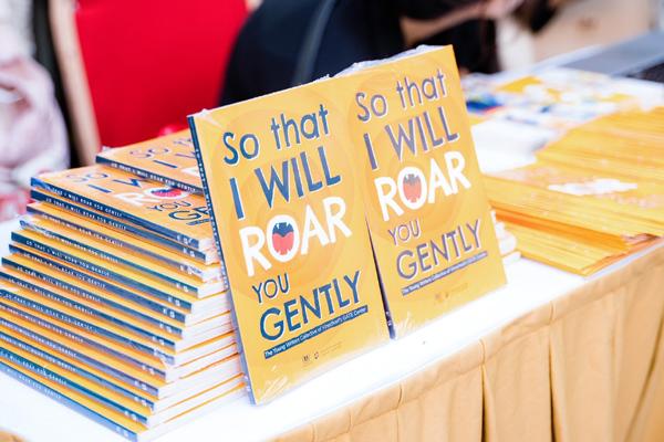 Ra mắt cuốn sách đầu tay viết bằng tiếng Anh của HS Vinschool-1