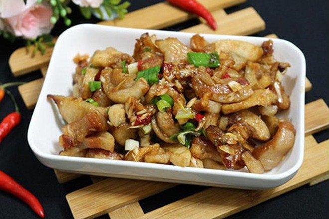 Nhà giàu nhưng Lan Khuê lại cực khoái ăn món nhà nghèo: Tóp mỡ chan cơm!-10