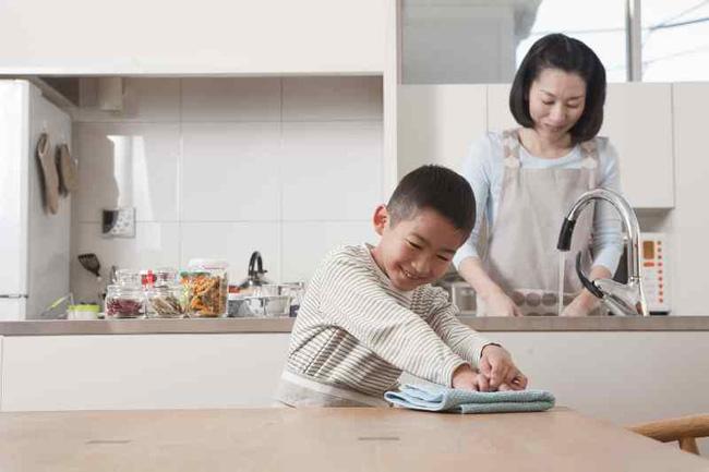 Mẹ Hà thành trả lương cho con 200.000 đồng/tháng, các con mới tí tuổi đã làm việc nhà đâu ra đấy, ai nghe cũng xuýt xoa-3
