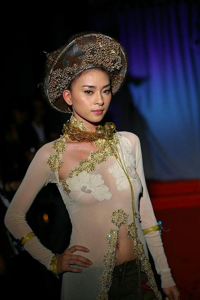 Ngô Thanh Vân lên tiếng về việc từng mặc áo dài xuyên thấu-1