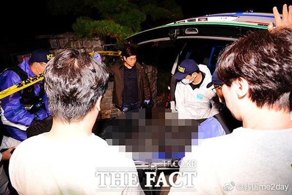 Cập nhật: Kết thúc cuộc điều tra nhà riêng, thi thể Sulli được chuyển bằng xe cứu thương tới bệnh viện-4