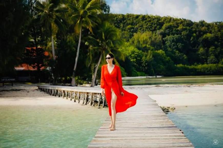 Hoa hậu Hà Kiều Anh khoe vóc dáng tuổi 43 đẹp mướt mắt ở đảo nhiệt đới Palau-2