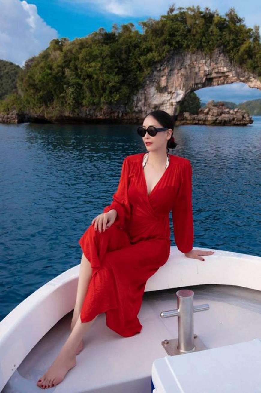 Hoa hậu Hà Kiều Anh khoe vóc dáng tuổi 43 đẹp mướt mắt ở đảo nhiệt đới Palau-6