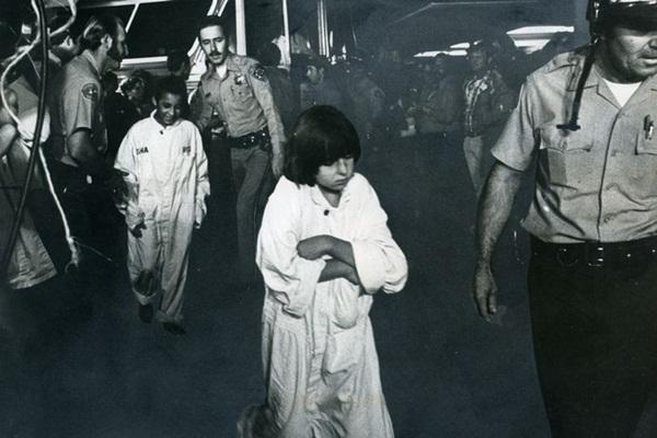 Vụ bắt cóc và chôn sống 26 đứa trẻ hơn 40 năm về trước và ký ức kinh hoàng đeo đuổi những người sống sót đến tận hôm nay-1