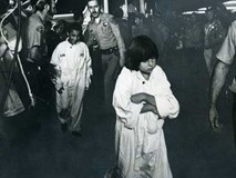 Vụ bắt cóc và chôn sống 26 đứa trẻ hơn 40 năm về trước và ký ức kinh hoàng đeo đuổi những người sống sót đến tận hôm nay