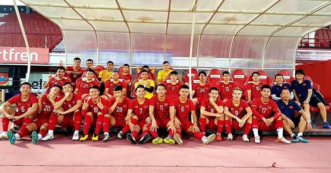 Quang Hải nói sẵn sàng, Văn Toàn khoe ảnh họp báo trước đấu Indonesia-1