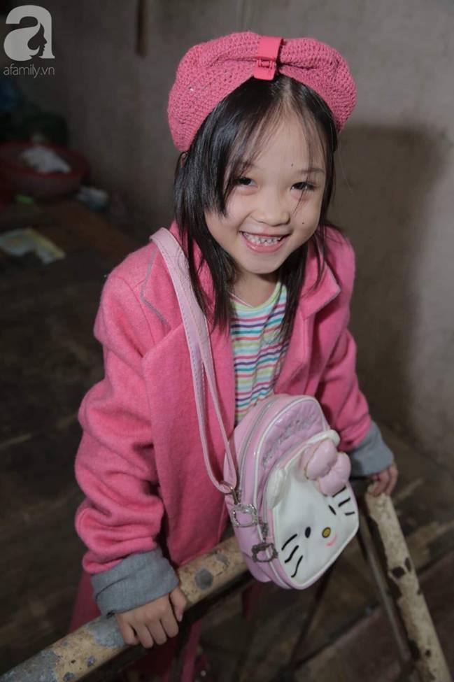 Sau bức ảnh nằm co ro ngoài vỉa hè Hà Nội, bé gái từng gây bão MXH với cách phối đồ cũ cực chất đã có người giúp đỡ-3
