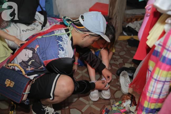 Sau bức ảnh nằm co ro ngoài vỉa hè Hà Nội, bé gái từng gây bão MXH với cách phối đồ cũ cực chất đã có người giúp đỡ-7