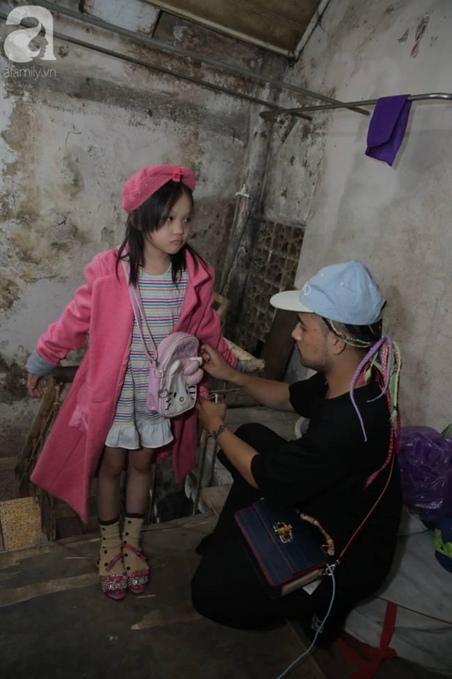 Sau bức ảnh nằm co ro ngoài vỉa hè Hà Nội, bé gái từng gây bão MXH với cách phối đồ cũ cực chất đã có người giúp đỡ-6