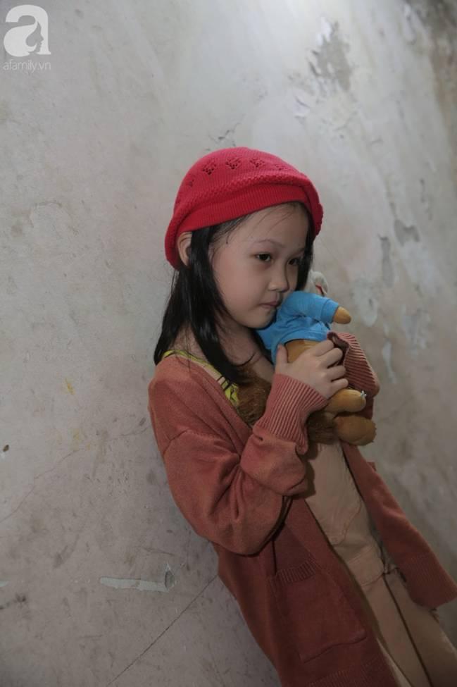 Sau bức ảnh nằm co ro ngoài vỉa hè Hà Nội, bé gái từng gây bão MXH với cách phối đồ cũ cực chất đã có người giúp đỡ-11