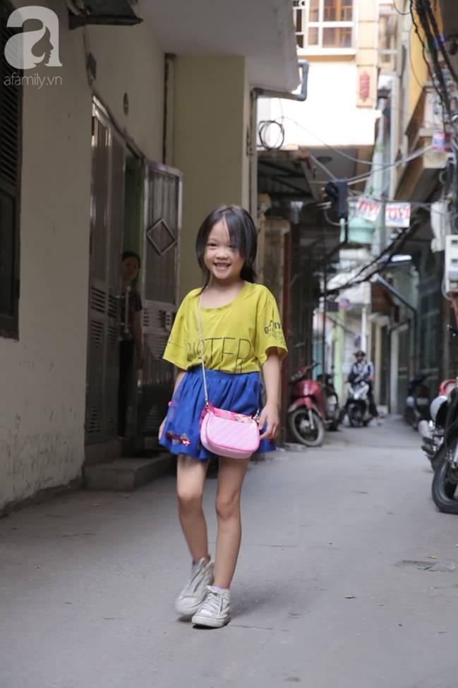 Sau bức ảnh nằm co ro ngoài vỉa hè Hà Nội, bé gái từng gây bão MXH với cách phối đồ cũ cực chất đã có người giúp đỡ-13