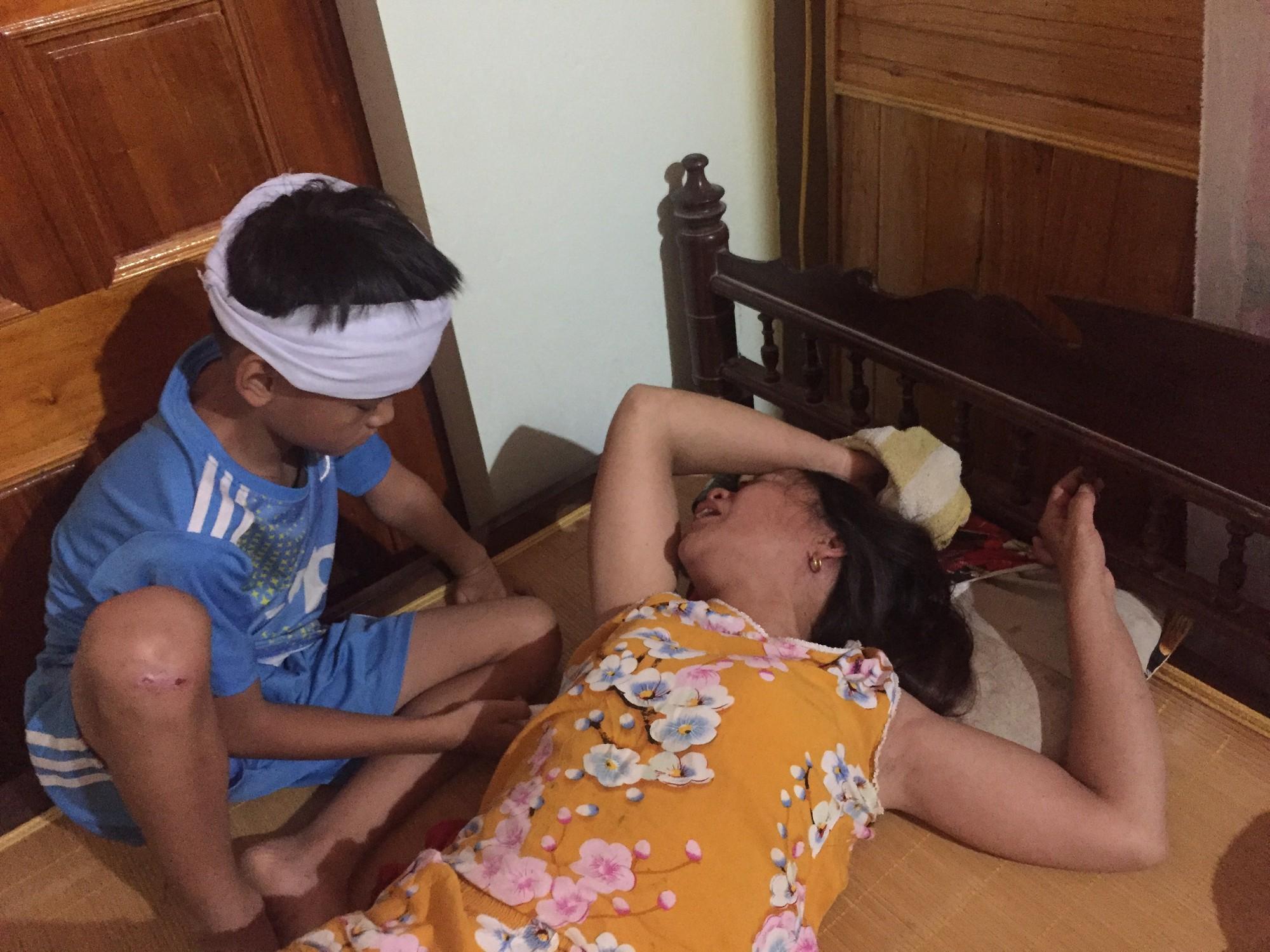 Vụ 3 nam sinh đuối nước thương tâm: Cha mẹ nấc nghẹn bên quan tài các con-6