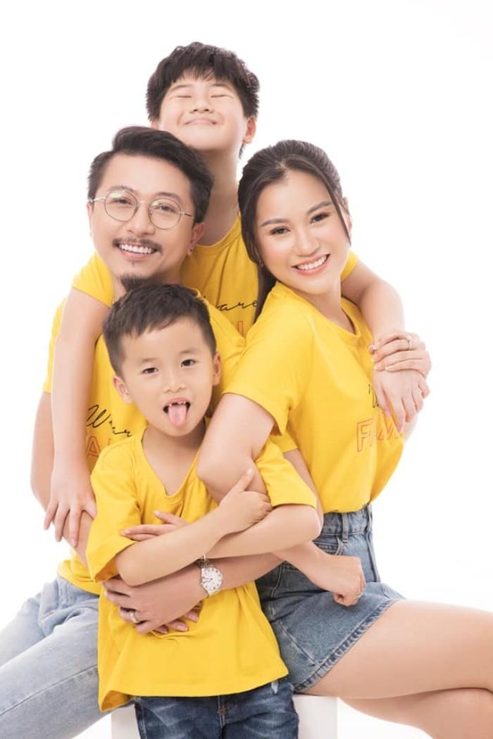 Vợ chồng Hứa Minh Đạt, Lâm Vỹ Dạ khoe hai con trai kháu khỉnh-7