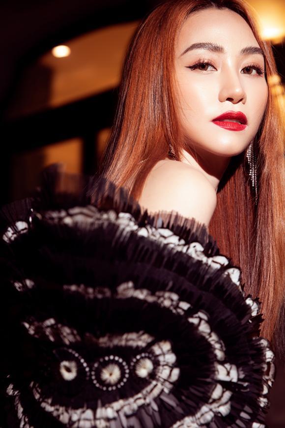 Ngân Khánh tái xuất quyến rũ mừng sinh nhật tuổi 34-1