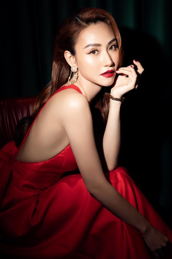 Ngân Khánh tái xuất quyến rũ mừng sinh nhật tuổi 34-8