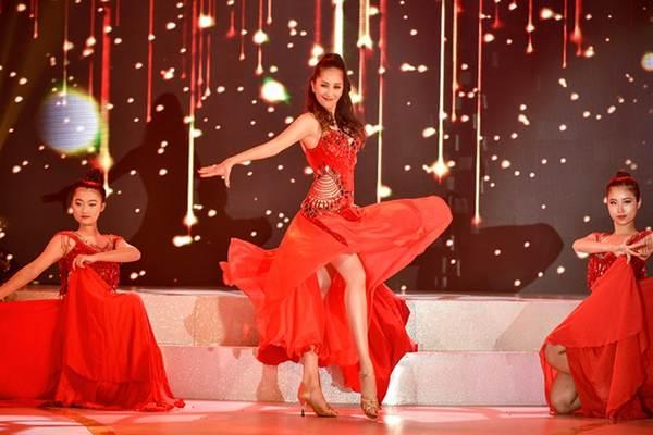 Khánh Thi khoe vòng một nóng bỏng trên sàn nhảy dancesport cùng ông xã-6