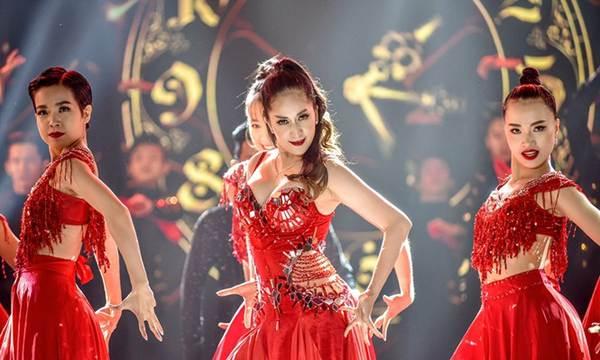 Khánh Thi khoe vòng một nóng bỏng trên sàn nhảy dancesport cùng ông xã-11