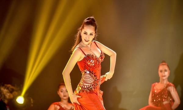 Khánh Thi khoe vòng một nóng bỏng trên sàn nhảy dancesport cùng ông xã-8