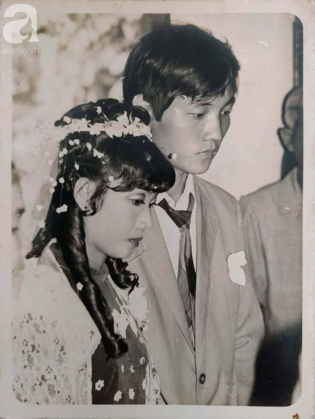 31 năm trước uống một cốc nước mía bên đường, người đàn ông mê luôn cô bán hàng, diễn một cú lừa rồi thành công cưới về làm vợ-2