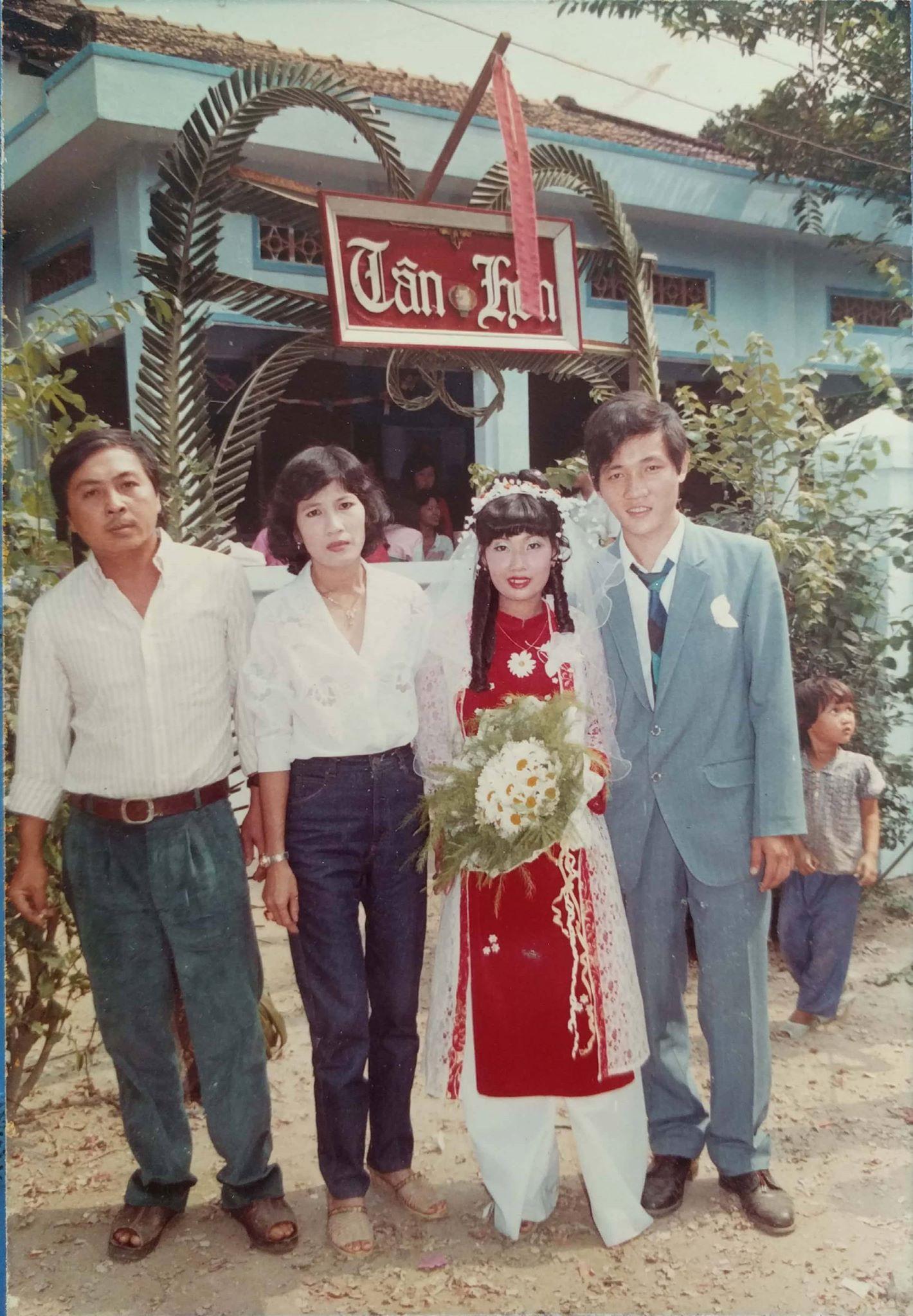 31 năm trước uống một cốc nước mía bên đường, người đàn ông mê luôn cô bán hàng, diễn một cú lừa rồi thành công cưới về làm vợ-7