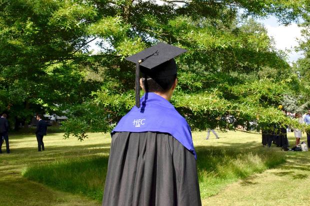 Nam sinh tốt nghiệp xuất sắc Đại học Ngoại thương chia sẻ bí quyết giành học bổng thạc sĩ, quá trình apply chỉ mất 2.5 tháng-2