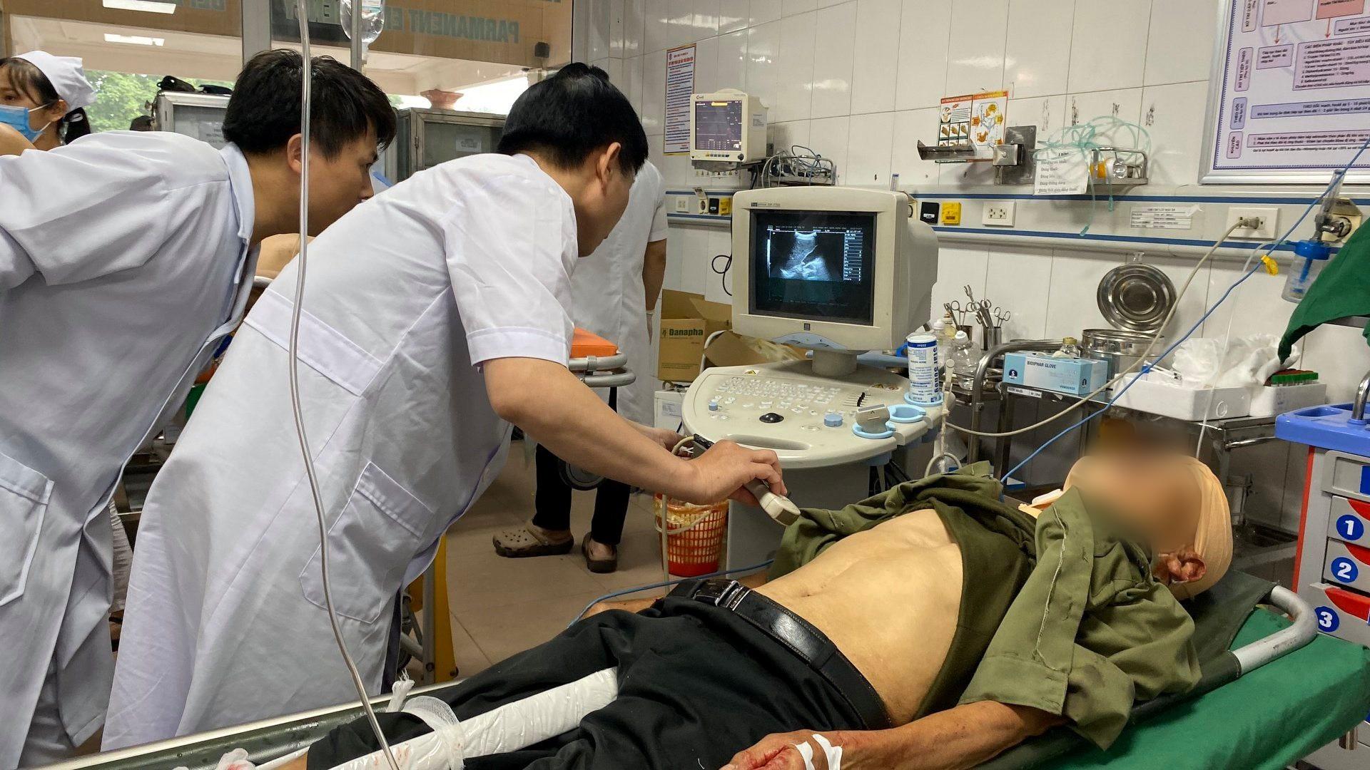 Nghệ An: Kinh hoàng xe khách đối đầu xe tải khiến hàng chục người thương vong, la hét cầu cứu-5