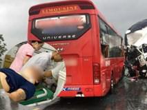 Nghệ An: Kinh hoàng xe khách đối đầu xe tải khiến hàng chục người thương vong, la hét cầu cứu