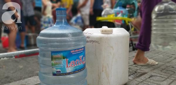 Hà Nội: Khuyến cáo người dân không dùng nước có mùi lạ để nấu ăn, nên mua nước bình trong sinh hoạt hằng ngày-2